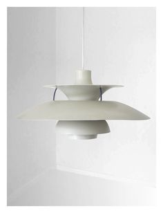 White PH 5 lamp designed by Poul Henningsen made by by VintageDK