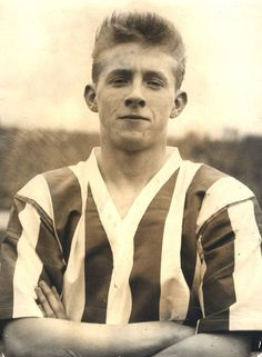 Denis Law in Huddersfield Town strip in late Retro Football, School Football, Vintage Football, Leeds United, Manchester United, Huddersfield Town Fc, Denis Law, Bristol Rovers, Football Images