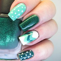 Weavy chevron pattern on accent nail =====