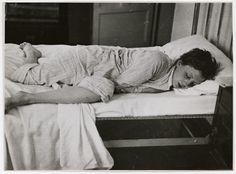 [Gerda Taro on a bed, Paris]