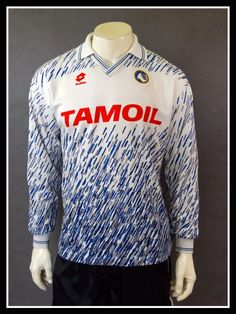c37cc92b492 18 Awesome Football Kits - Wavy images