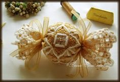 The World's Largest Collection of Smalls TOO: Sugar and Lace Ornament uses Kreinik silk and metallic threads