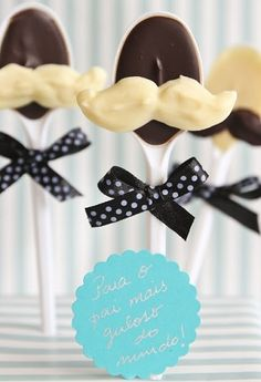 DIY Father's Day Chocolate Bouquet - Could be a gift for days other than Father's Day Diy Father's Day Gifts, Father's Day Diy, Craft Gifts, Chocolate Bouquet Diy, Paletas Chocolate, Chocolates, Daddy Day, Mother And Father, Father Sday