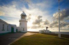 FARO DI PENDEEN, CORNOVAGLIA (REGNO UNITO) – E' una delle lighthouse più fascinose del sud della Gran Bretagna grazie alla sua posizione spettacolare su un promontorio di granito. Nel faro è stato ricavato l'Argus Cottage, con due camere.