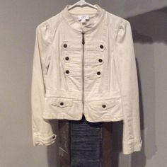 Adorable White Loft Jacket Cute off white jacket from loft. With 10 buttons. It's in great condition with no visible flaws. No Trade. No PP. LOFT Jackets & Coats Jean Jackets