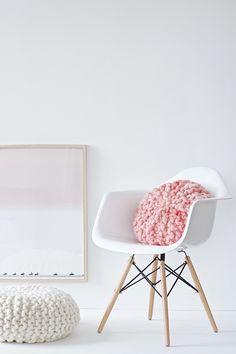 DIY, einfach selber machen, kostenlose Anleitung für ein gestricktes Kissen Shibori, Start Ups, Eames, Accent Chairs, Inspiration, Furniture, Home Decor, Asylum, Textiles
