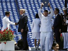 Donald Trump Spends 90 Minutes Shaking Hands with Hundreds of Naval Academy Grads Pro Trump, What Makes America Great, Trump Picture, Patriotic Pictures, Donald And Melania, Trump Is My President, Truth And Justice, Conservative Republican, Big Government