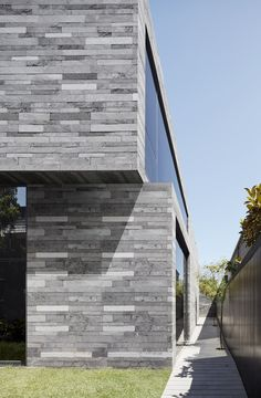 Image 1 of 23 from gallery of Canterbury Road Residence / B.E Architecture. Photograph by Peter Clarke