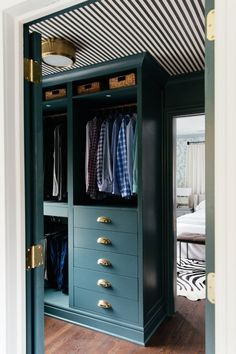 IKEA PAX hack: Hands down the most stunning walk-in closet - Ikea DIY - The best IKEA hacks all in one place Walk In Closet Ikea, Ikea Closet Hack, Ikea Pax Wardrobe, Closet Hacks, Build A Closet, Closet Bedroom, Ikea Closet System, Closet Paint, Walk Through Closet