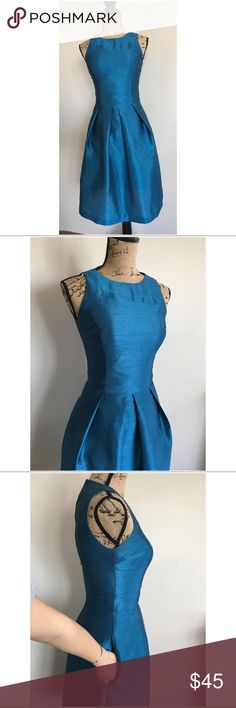 Alfred sung blue dress! 💙 Super beautiful and modest dress. Fit and flare with pockets. Perfect for any occasion. Feel free to ask any questions please! Tag says size 6. But fit more like a (0-2) maybe a snug 4! alfred sung Dresses Midi