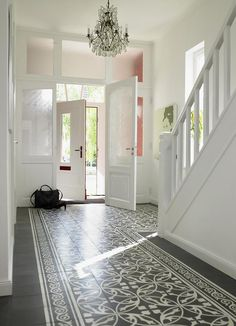 Nachher: Behördengänge wegen der Erweiterung – Bild 3 I love everything about this hallway! The tiles, the light, the glass door/wall, the stairs… everything Flooring, House Design, New Homes, House Styles, Tiled Hallway, Foyer Decorating, Home, Home And Family, Home Decor