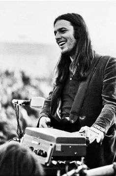 David Gilmour - Pink Floyd at San Diego, California (October Christopher Plummer, Julie Andrews, Joy Division, The Beatles, David Gilmour Pink Floyd, San Diego, Eleanor, Psychedelic Music, Best Guitarist