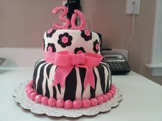 savannah wants this as her  brithday cake!!!!!!!!!!!!!! but not the number on top  of  it  lol