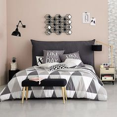 Scandinavian Bedroom Ideas Born in the coldest areas, the Scandinavian style includes pieces of furniture made of pine, serious lines and tones inspired from fjords. Home Interior, Interior Design Living Room, Design Bedroom, Interior Ideas, Home Bedroom, Bedroom Decor, Bedroom Ideas, Bedrooms, Bedding Decor