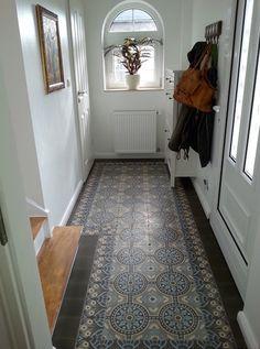 Gang met Portugese cementtegels van Designtegels #vloer #hal #tegels