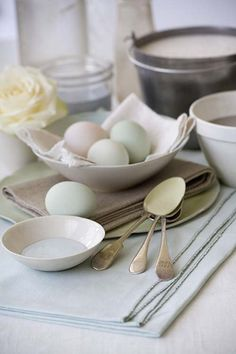 Pastel painted eggs for your Easter table  #party #Easter #tabledecoration