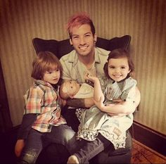 Josh Dun with kids is my new favorite thing