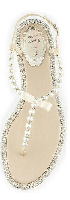 Great sandals in pearls