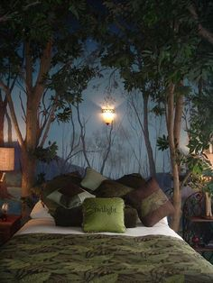 twilight themed room ~ loving the feel of this room.- twilight themed room ~ loving the feel of this room… Guest room decor! A must twilight themed room ~ loving the feel of this room… Guest room decor! Dream Bedroom, Home Bedroom, Bedroom Decor, Woodsy Bedroom, Bedroom Ideas, Nature Bedroom, Magical Bedroom, Master Bedroom, My New Room