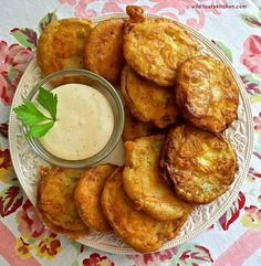 Summertime Beer-Battered Fried Zucchini with Honey-Mustard Ranch Dipping Sauce - Zucchini Recipes Fried Zucchini Recipes, Zucchini Fries, Vegetable Recipes, Fried Zucchini Batter, Fried Zuccini, Deep Fried Zucchini, Breaded Zucchini, Zucchini Appetizers, Zucchini Zoodles