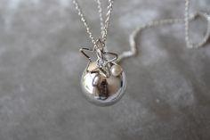 Collana con ciondolo Chiama Angeli / Bola Messicana. Metallo silber, lunghezza catena circa 100 cm.
