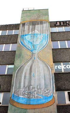 Glogbal Warming Hourglass- by the Streetart legend Blu BLU