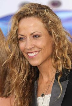 Singer/songwriter Sheryl Crow was diagnosed with a benign brain tumor back in November 2011, but she's just opening up about it now.