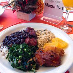 Feijoada no Hotel Laje de Pedra pré encontro com @as_passeadeiras @cafeviagem @fran_agnoletto @viagemsimplesmente @claudiarodriguespegoraro @vouviajar #TamoJuntoNaSerraGaucha #blogdeviagem #viagensemfamilia #canela #lajedepedra #feijoada #sabado #fotodecomida #foodporn #malasepanelas