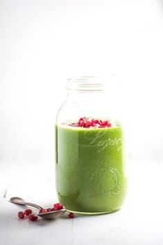 Holiday Detox Green Apple Smoothie - three ingredients! Perfect for sipping between holiday meals!