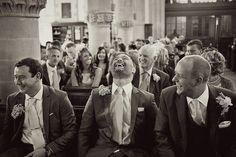 Атмосфера церемонии передается за счет эмоций гостей, их реакции. Естественное освещение.