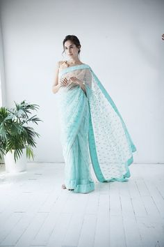 Unique Blouses, Sarees and Lenghas that embody the vibrancy of South Asian fashion with a modest up to date western flair. Indian Fashion Trends, Asian Fashion, Traditional Fashion, Traditional Sarees, Indian Dresses, Indian Outfits, House Of Blouse, Formal Saree, Indian Attire