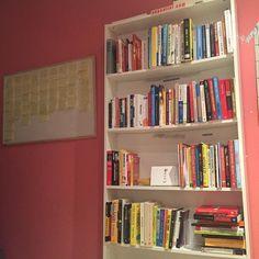 Me gusta tener una librería siempre a mano. Que libro creeis que le falta? __ #libros #emprendedor #libro #leer #lector #euge #exito #empresario #lectura #lecturarápida #lecturarecomendada #eugeoller