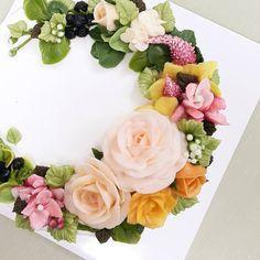 오랫만에 플라워케이크^^♡ #버터비 #버터크림케이크 #버터크림플라워케이크 #플라워디저트 #생일케익 #케익스타그램 #cake #rose #buttercreamflower #koreanbuttercreamcake  #koreancake #dessert #sweet
