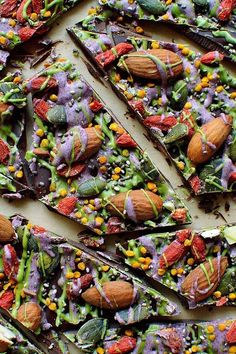 Love the coloured drizzle idea.Superfood chocolate bark - dark chocolate topped with almonds, goji berries, seeds, bee pollen and white chocolate flavoured with matcha and freeze dried blueberry powder Raw Food Recipes, Cooking Recipes, Healthy Recipes, Goji Berry Recipes, Protein Bar Recipes, Candy Recipes, Food Tips, Healthy Sweets, Dessert Pizza