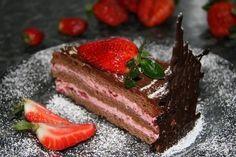 Tort de ciocolata cu crema de capsuni - Culinar.ro