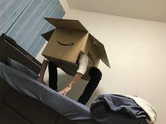 大きな箱があるとそれで何かして遊びたくなるものです。そんな遊び心からトランスフォームしたダンボール箱の様子がツイッターに投稿され大きな話題を呼んでいます。【さらに詳しい元の記事はこちら】先日Amazon / 猫か!!