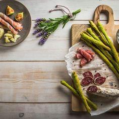 Κριτσίνια με σπανάκι / Bread sticks with spinach. Γευστικά και πρωτότυπα κριτσίνια με σπανάκι για το πιο υγιεινό και ιδιαίτερο σνακ! #breadsticks #breadrecipes #spinach #spinachbread #greekrecipes #greekfood #greekfoodrecipes #greece #crete #greek #sintagespareas #συνταγές #σπανακι #ελληνικα #ελλάδα Asparagus, Vegetables, Recipes, Food, Studs, Veggies, Vegetable Recipes, Meals, Eten