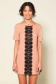 vestido renda contrastante