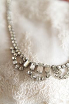 http://atmospheremariages.fr/797-2672-thickbox/collier-strass-vintage-mariee-mariage.jpg