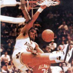 Charles Barkley I Love Basketball, Basketball History, Basketball Legends, College Basketball, Nba Players, Basketball Players, College Hoops, Philadelphia Sports, Auburn University