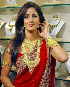 Katrina Kaif looking super hot in this red saree and lots of gold Jewellery. Indian Celebrities, Bollywood Celebrities, Bollywood Actress, Katrina Kaif Images, Katrina Kaif Photo, Preity Zinta, Red Saree, Indian Bollywood, Beautiful Saree
