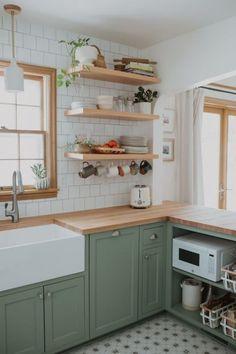 Boho Kitchen, Home Decor Kitchen, Interior Design Kitchen, Home Kitchens, Interior Modern, Earthy Kitchen, Olive Kitchen, Green Kitchen Decor, Small Cottage Kitchen