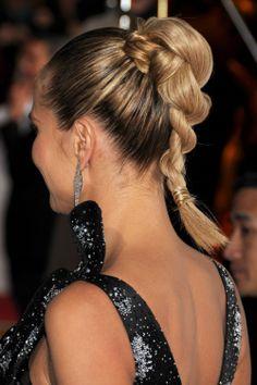 Heidi Klum apuesta en muchas ocasiones por la coleta para grandes eventos. Esta vez lució una coleta alta trenzada #HeidiKlum #coleta #ponytail