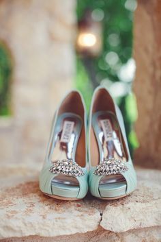 Mint shoes: http://www.stylemepretty.com/little-black-book-blog/2014/10/14/classic-glamour-at-the-fairmont-san-francisco/ | Photography: Lyndsay Undseth - http://www.lyndsayundseth.com/