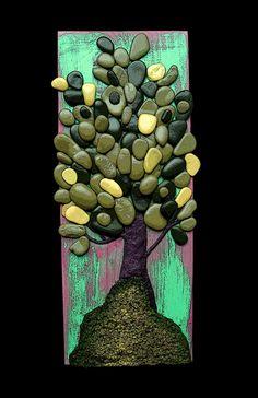 door rotsen,  Please follow this link wen you want   more of here art.  http://www.publihandmade.com/pietre/michela-bufalini-sassi-artistici.html