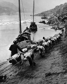 Yangtze River, Sichuan, China; photo by Dmitri Kessel, 1946