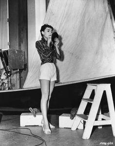 Estilo de Audrey Hepburn: 20 Fotos raras que nunca has visto | StyleCaster
