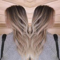 """Cool-tone, soft #babylights are the key to a perfect LA ""Winter"" blonde. @ablast's color à la @lizyjung!! #californiagirl"""