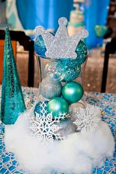 Frozen theme party, Frozen theme party images, Frozen party for girls, Ideas to decorate a Frozen party with balloons, simple decoration for a girl's Elsa Birthday Party, Frozen Birthday Theme, Frozen Themed Birthday Party, Birthday Party Centerpieces, 3rd Birthday Parties, Frozen Birthday Centerpieces, 2nd Birthday, Frozen Party Decorations, Birthday Ideas