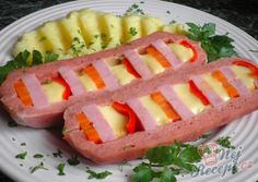Veselé šišky z mletého masa a bramborové pyré | NejRecept.cz Hot Dog Buns, Hot Dogs, Kefir, Sushi, Watermelon, Ale, Bread, Fruit, Ethnic Recipes